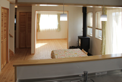 ダイニングと6畳洋室が隣接、広いスペースを確保